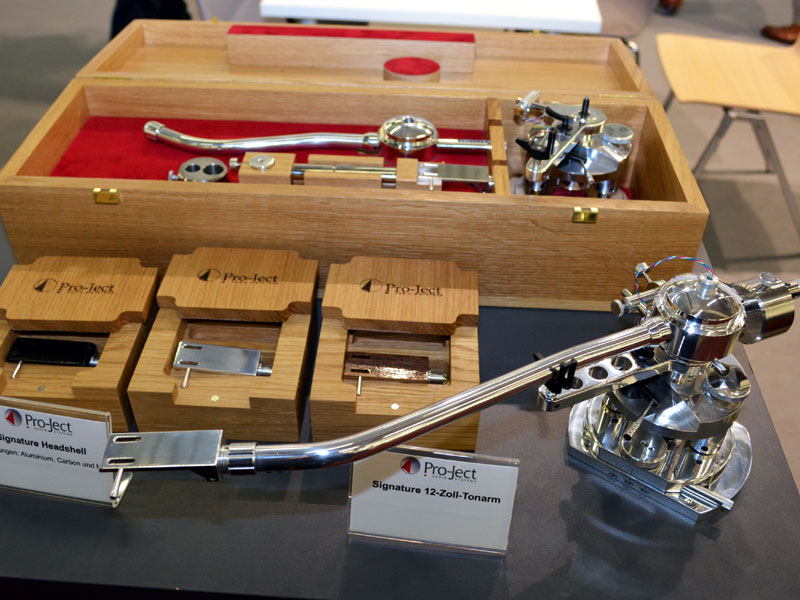 "The 10"" Signature tonearm is available on its own for € 1790, in 9 ..."